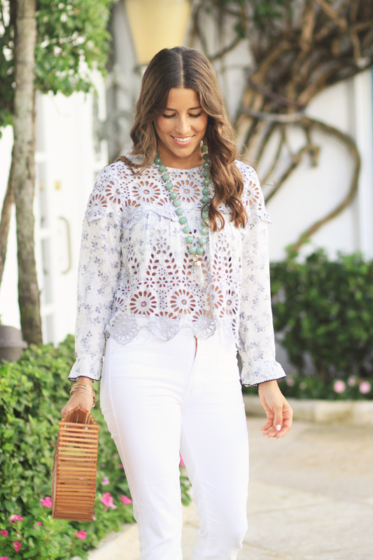 White Jeans for a Simple look